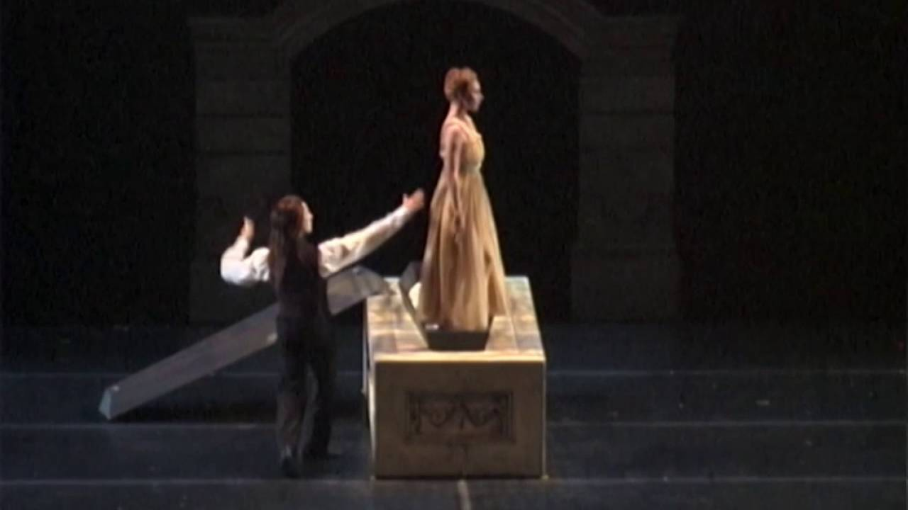 "video: Royal Winnipeg Ballet in ""Dracula"""