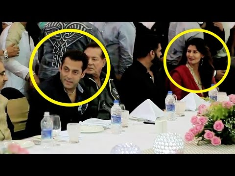 Inside Footage : Check Out Salman, Sangeeta Bijlani, Varun Celebrating Iftaar