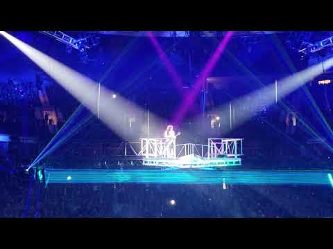 Paul Stanley Flying in Vancouver - End Of The Road Tour