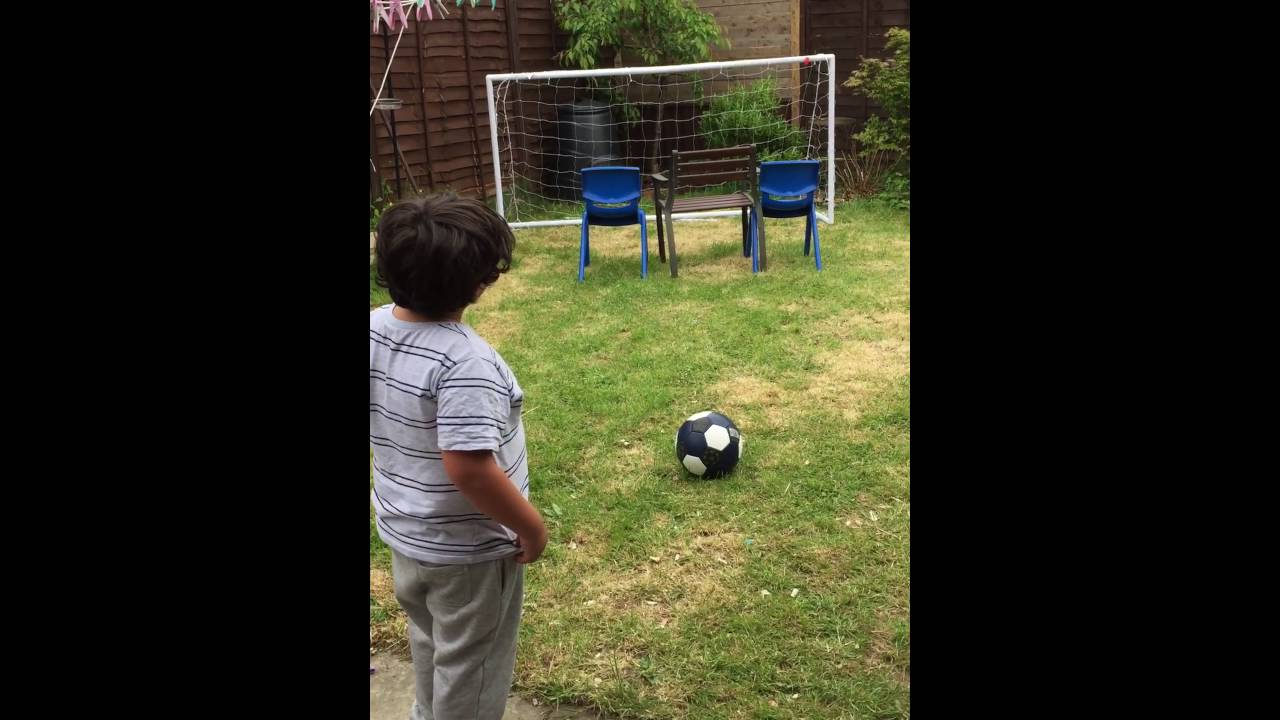 PEOPLE ARE AWESOME 6 Year Old Soccer Wonder Kids Amazing Free Kick 2016