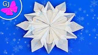 Как сделать снежинку ~ Оригами снежинка ~ Новогоднее украшение своими руками(В этом мастер классе я покажу как сделать снежинку из бумаги. Нарядная и реалистичная оригами снежинка..., 2014-11-26T14:21:19.000Z)