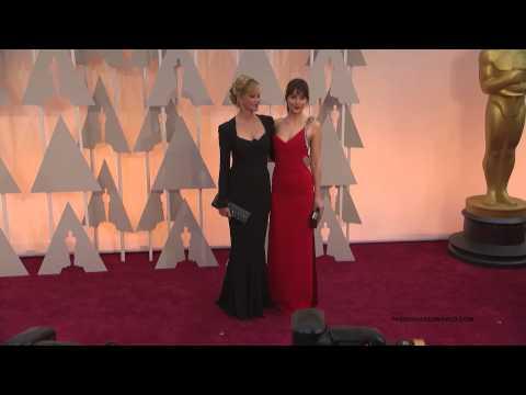 Oscars 2015 - Dakota Johnson And Melanie Griffith Posing On The Red Carpet #2