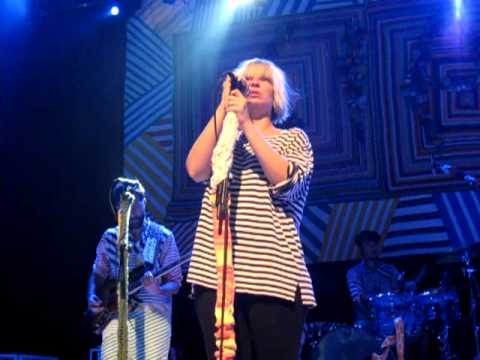 "Sia - ""Oh Father (Madonna cover)"" (House of Blues San Diego 04/19/10)"