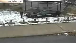 В США камеры видеонаблюдения сняли убийство подростка полицейским(, 2015-05-28T15:12:15.000Z)