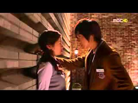 Kim Hyun Joong & Jung So Min Kissing Scene Playful Kiss