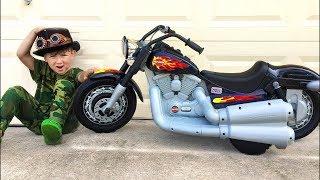 سينيا ودراجة أطفاله هارلي ديفيدسون الجديدة
