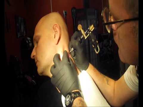 Tattoo In Uk Tatuaz Na Szyi Boli Czy Nie Boli