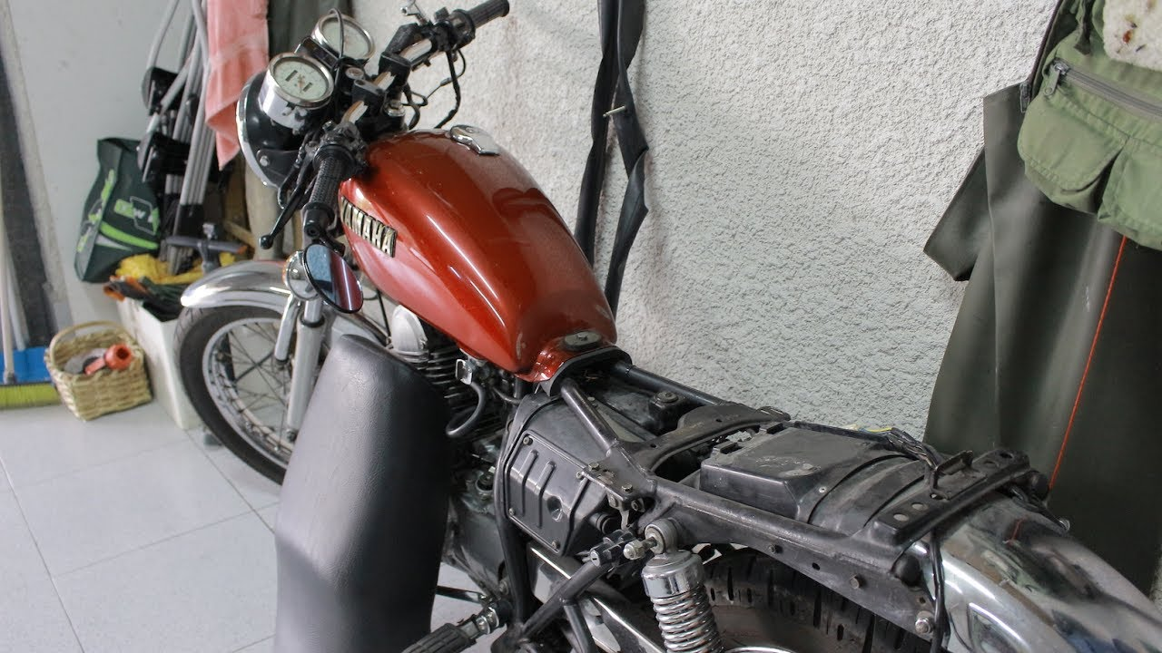 How to remove Yamaha SR 250 seat