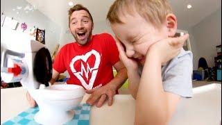 Baixar FATHER & SON PLAY TOILET TROUBLE!