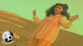Download Evie Tamala - Menanti (Official Music Video)