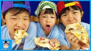 피자 챌린지! 세상에 없는 피자 만들기 도전 ♡ 피자 먹방 뽀로로 과자 + 꿈틀이 + 젤리 + 포카칩 조합 Pizza Challenge | 말이야와친구들 MariAndFriends