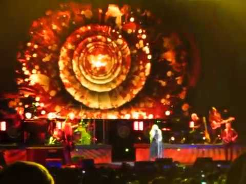 Stevie Nicks- Part of Gold Dust Woman (Stevie dancing!)