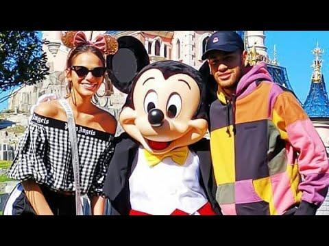 Neymar e Bruna Marquezine visitam a Disney