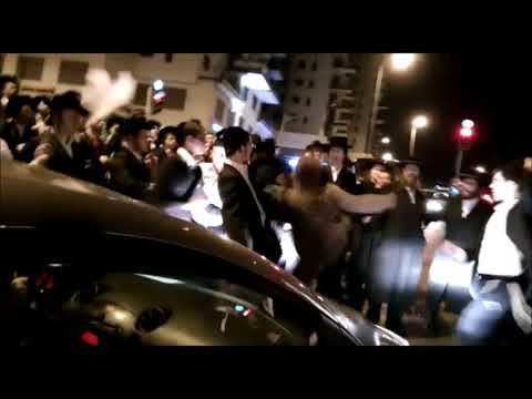 Female Israeli Soldier Fights With 30 Yeshiva Bochrim Who Closed Street During Protest
