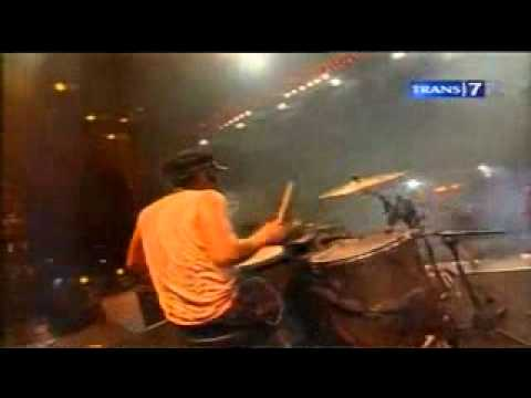Konser 27th Slank - Sosial Betawi Yoi (Slank feat Melly 'SHE').flv