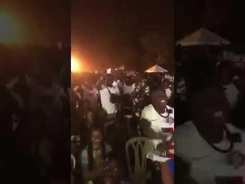 Debordo se fait humilié au concert de DJ Arafat quand l'animateur annonce sa présence sur scène