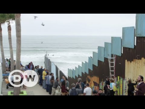 Dresden orchestra performs at border fence | DW English
