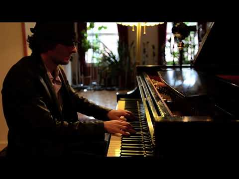 Raffaele Scoccia (aka Moon Rocket) _  Silently As Falling Snow (Piano)
