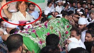 Comedy Actor Razak Khan's Funeral Ceremony  Rajpal Yadav, Makrand Deshpande