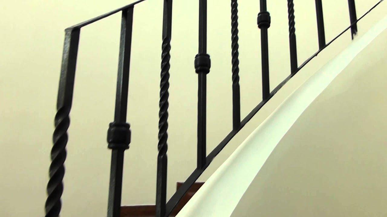 5840 pasamanos de hierro forjado de unas escalas raw for Escaleras hierro forjado