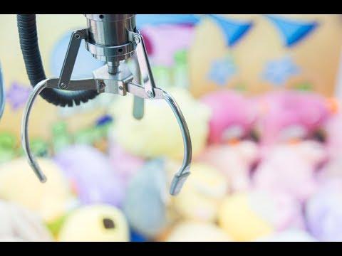 Cleaning Out an ENTIRE Claw Machine Skill Crane!! | Matt3756