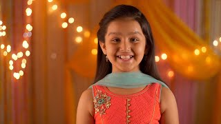 Young girl wearing salwar kameez smiling at the screen - Headshot