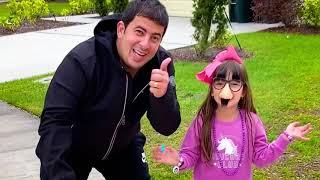 Laurinha e sua casinha de brinquedos mágica da LOL surprise para crianças