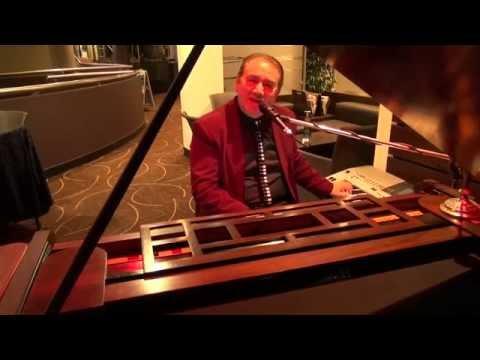 Geoff Willis Piano Bar Entertainer