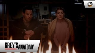 Grey's Anatomy - 12x16 - Meredith (Ellen Pomeo) Talks About Derek's Blanket