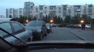 Парковки автомобилей необходимо производить с умом.