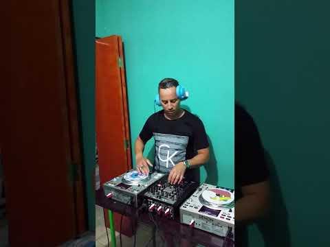 Scratch DJ Woodpecker.