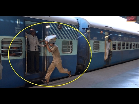 Railway Station Scenario in 4K - Udyan Express Attracts Wada Pav Vendors, Travellers  & All