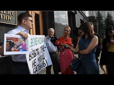 TVgolosnaroda: Родителей блогера Филимоненко посадят на 3 года. Одиночный пикет под АП Зеленского