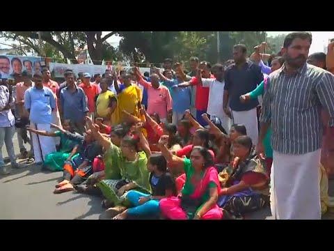 الهند: احتجاجات بعد خرق سيدتين للحظر على دخول النساء المعابد الهندوسية…