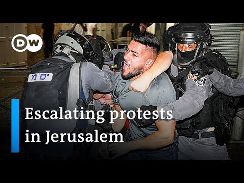 Hundreds injured in clashes at Jerusalem's Al-Aqsa mosque   DW News