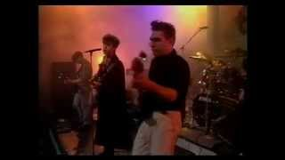Echo & The Bunnymen - 'The Game' & 'Lips Like Sugar'. Live, BBC.