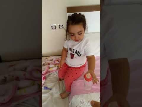 Zeynep Yatağını Toplamayı Öğreniyor :)