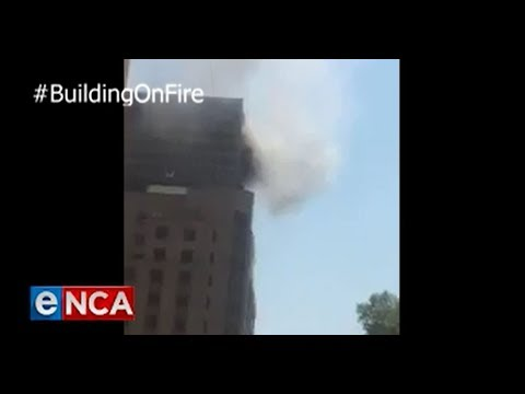 Fireman dies after falling from burning JHB CBD building