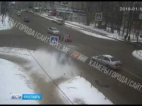 Видео Стали известны подробности ДТП с участием служебного автомобиля в Ярославле