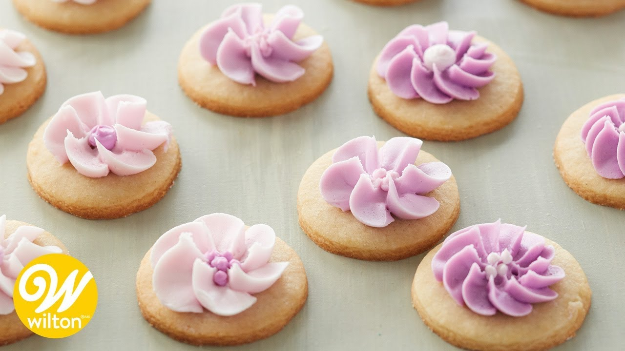 How to Pipe Flowers: Buttercream vs Royal Icing | Wilton ...