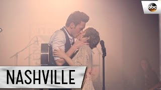 "Scarlett (Clare Bowen) and Gunnar (Sam Palladio) Sing ""Love You Home""  - Nashville Finale"