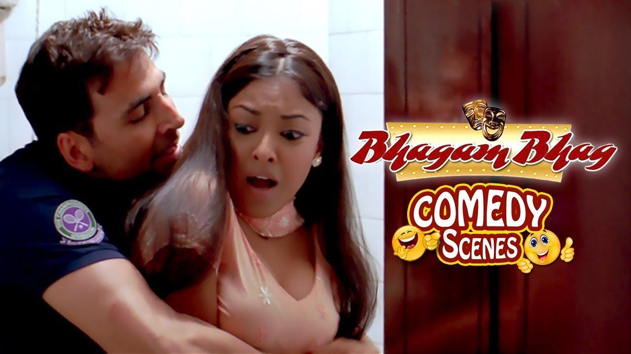 Download Akshay Kumar Flirts With Tanushree Dutta - Comedy Scene - Bhagam Bhag (2006)