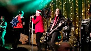 """Me First and the Gimme Gimmes """"Feliz Navidad"""" Christmas show at Slim's SF 12/7/18 live"""