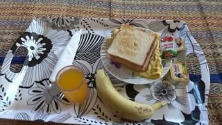 アキーラさん食事①インド・ムンバイ・トラベラーズインホテルの朝食!Breakfast in Travelers INN hotel in Mumbai in india