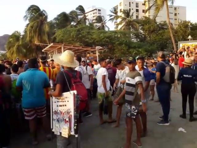 Enfrentamiento entre carperos y un bañista en El Rodadero2
