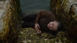 Arya crawls out of river - Game of Thrones S06E07