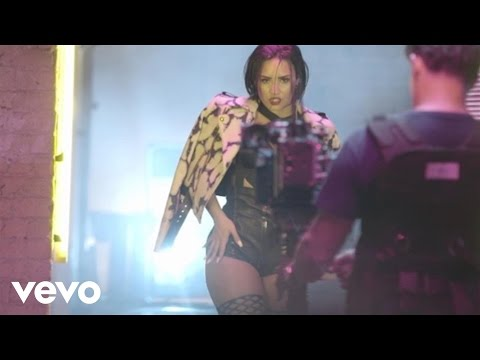 Demi Lovato - Cool for the Summer (Behind The Scenes)