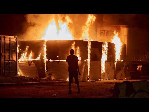 ليلة ثانية من الصدامات في مينيابوليس الأمريكية احتجاجا على مقتل أمريكي أسود على يد الشرطة  - 12:02-2020 / 5 / 29