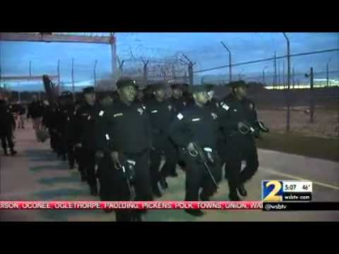 Ga. prison officers indicted, prison raided over cell phone scandal