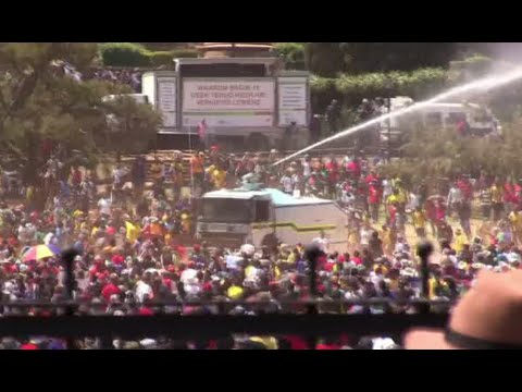 Violent protests in S. Africa: Water cannon, tear gas used against students
